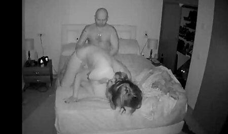 एक पति, पत्नी एक दोस्त के सामने एक सनी लियोन सेक्सी वीडियो फुल मूवी जगह में नशे में है