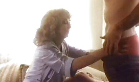 मैं रसोई और मुंडा में छोटे हिंदी सेक्सी फिल्म मूवी स्कर्ट में फूहड़ बकवास