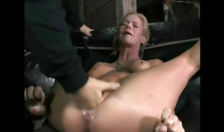 लड़की उन्नीस साल का था सेक्सी मूवी वीडियो और अश्लील एजेंट के स्टूडियो में एक महिला सेक्स अंग के रूप में काम