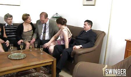 दो गंदे काले बालों वाली ठग एक आदमी सेक्स सेक्सी मूवी पर हावी