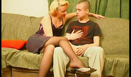 एक जवान आदमी घर एक खूबसूरत औरत लाता है हिंदी सेक्सी एचडी मूवी वीडियो और एक सवार की मुद्रा में एक औरत चुंबन
