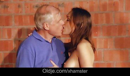 एक सुंदर सेक्सी एचडी मूवी सनी लियोन लड़की के साथ शौकिया सेक्स