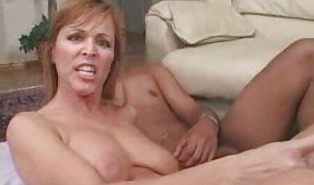 परिपक्व सेक्सी वीडियो मूवी में एक बार, श्यामला, पिछवाड़े में स्वस्थ चिकन के लिए हो