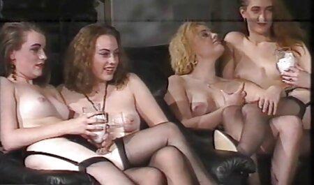 सोफे पर सेक्सी वीडियो मूवी बालों बिल्ली और कैंसर के साथ एक स्कर्ट में पत्नी