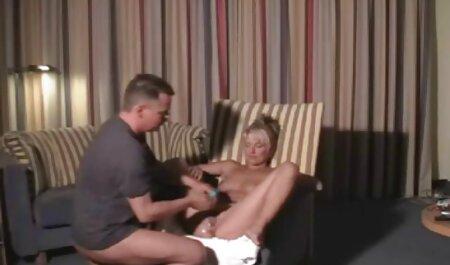 बट सेक्सी फिल्म फुल सेक्सी फैला है और उसके पति द्वारा दबाव डाला