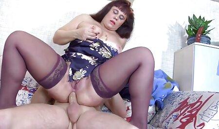 आदमी सोफे पर बड़े स्तन के साथ लड़की के जाने हिंदी में सेक्सी मूवी की सुविधा देता है ।