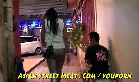 हॉट महिला छज्जे पर एक आदमी द्वारा सेक्सी वीडियो का मूवी तंग पैंट शरीर ।